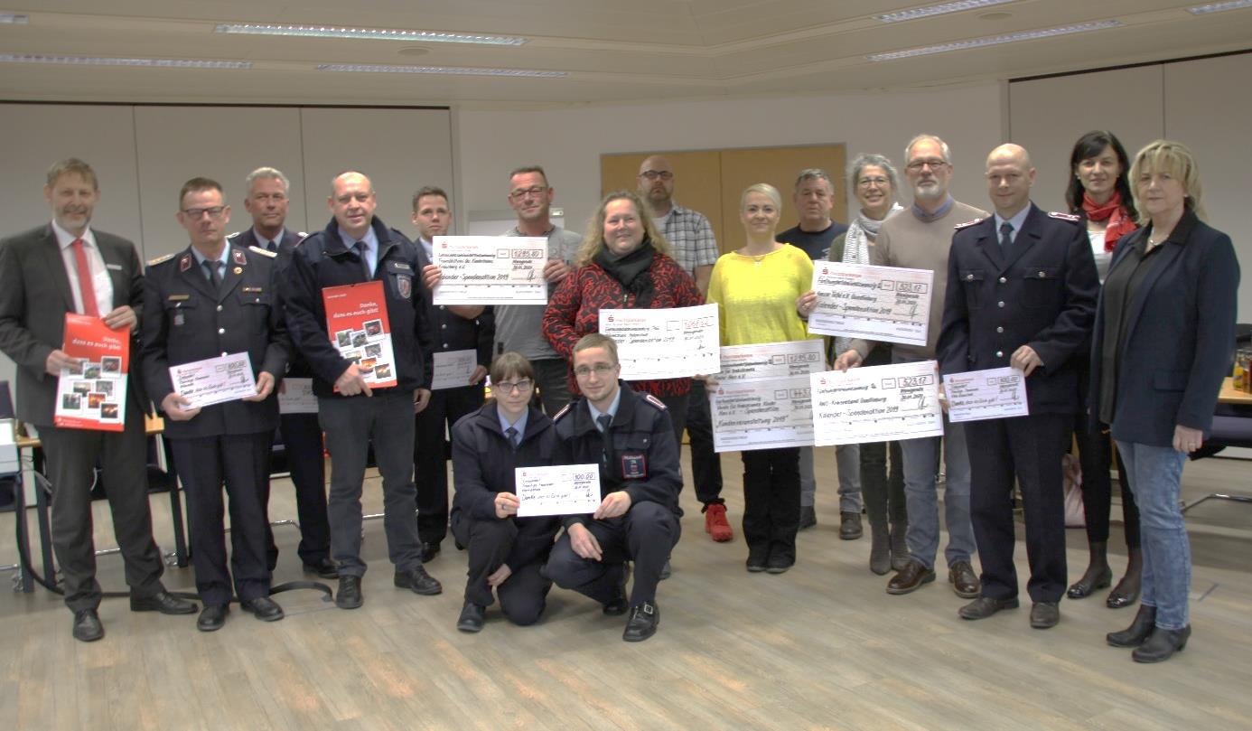 Spendenerlöse übergeben und Feuerwehren gedankt