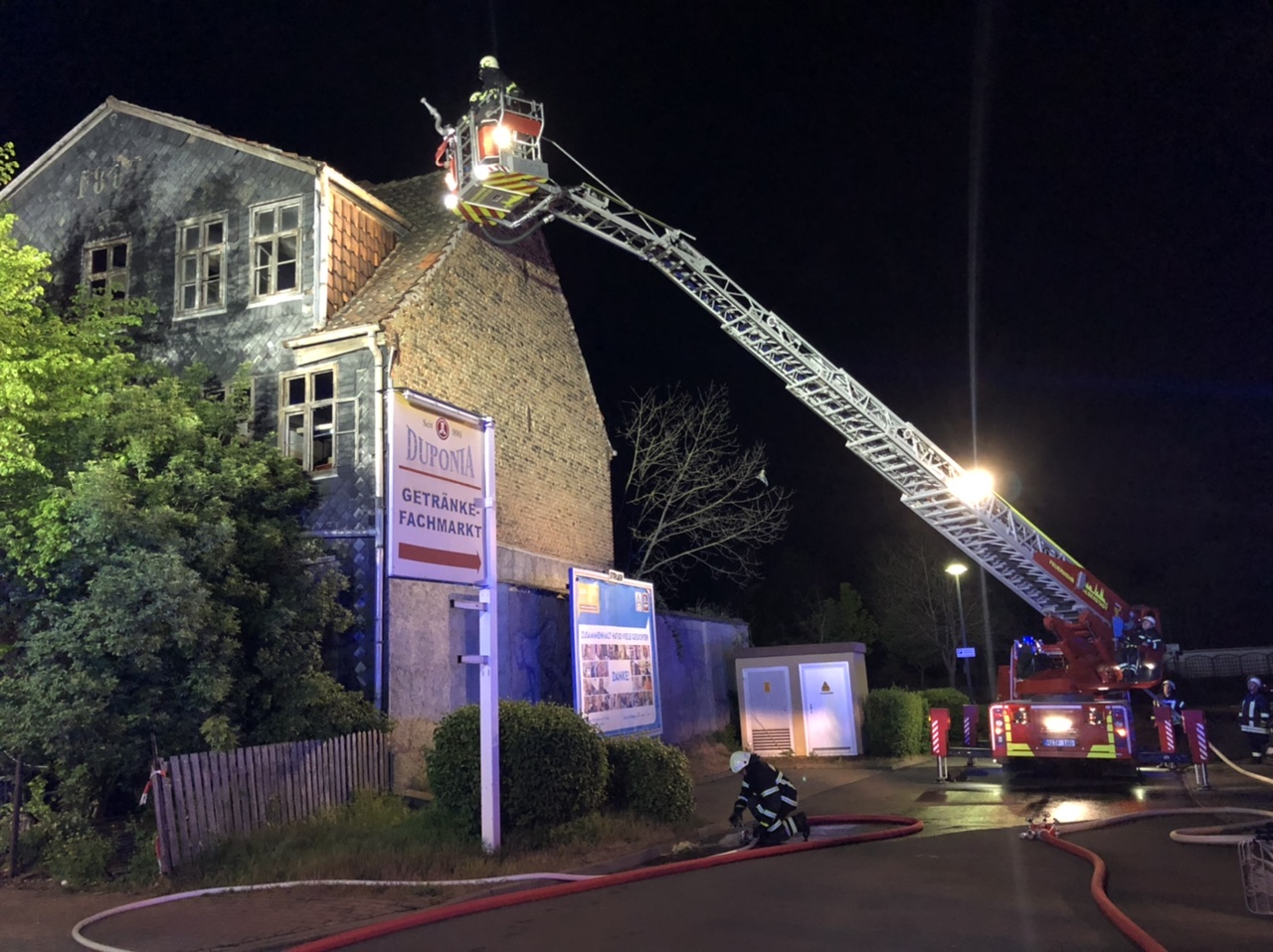 Brand im Dachgeschoss eines leerstehenden Gebäudes in der Huylandstraße