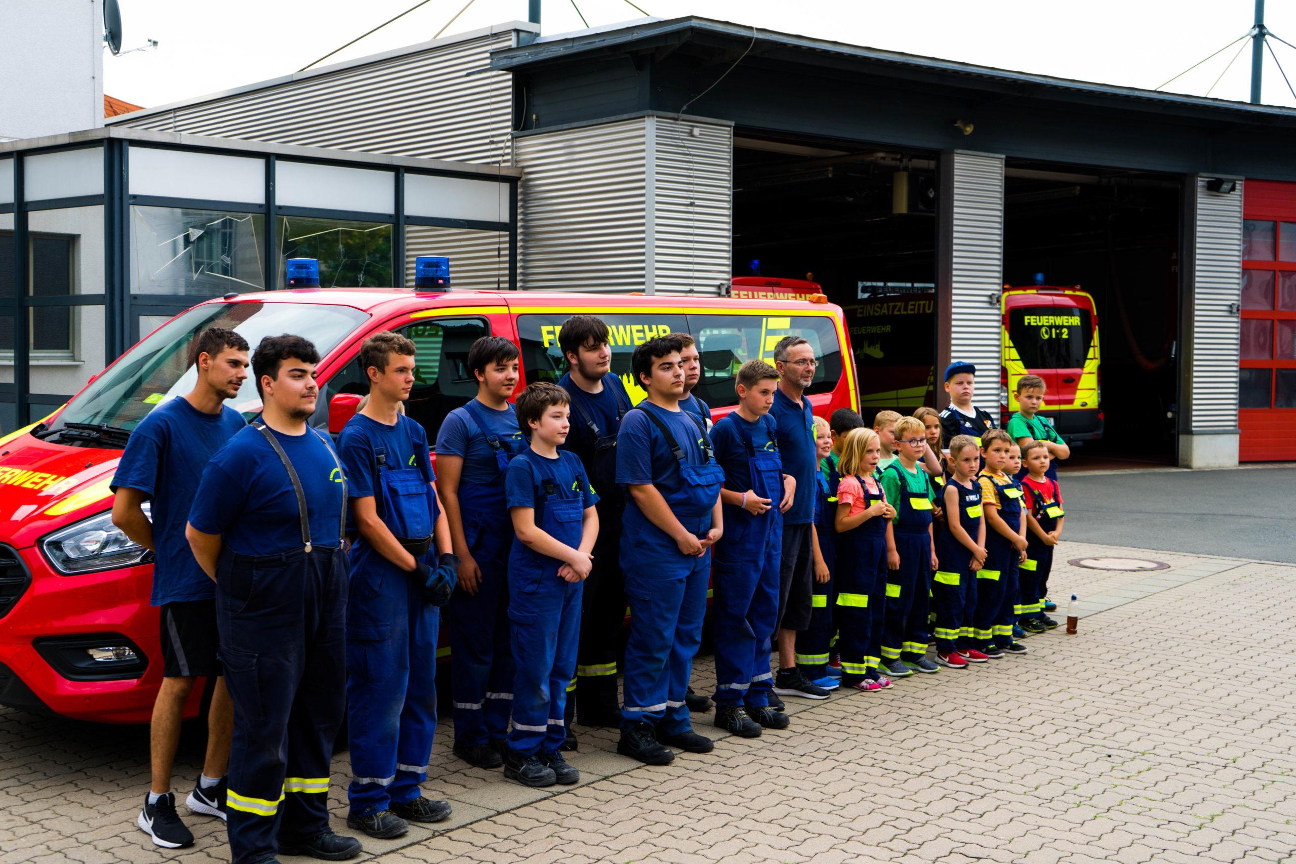 Neue Feuerwehrleibchen für die Kinder- und Jugendfeuerwehren