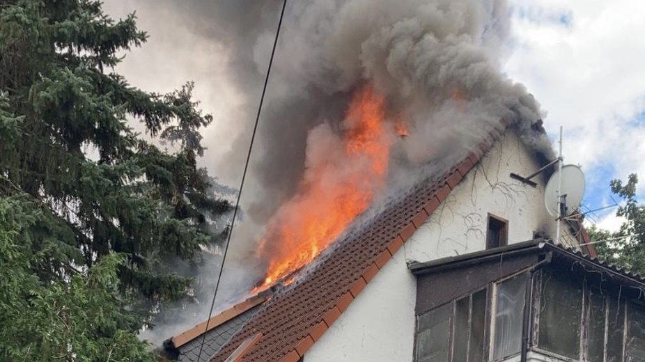 Großbrand – Gebäudebrand in voller Ausdehnung – Rabahne