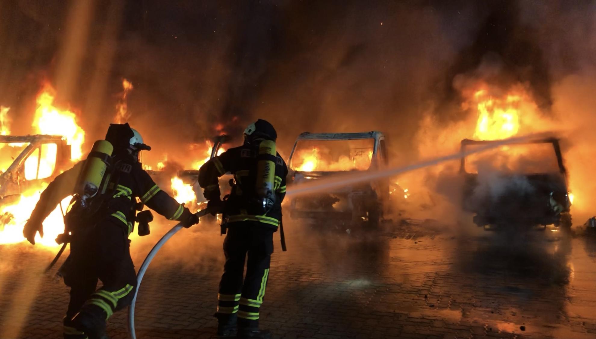 7 Wohnmobile vollständig ausgebrannt – Harsleber Straße