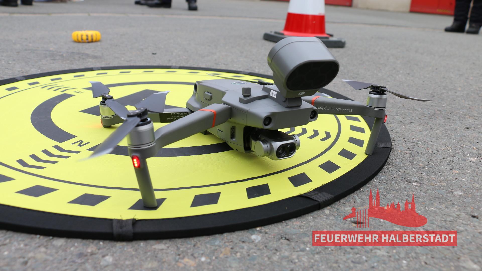 """""""Das Auge von oben"""" – Feuerwehr-Drohne offiziell übergeben"""