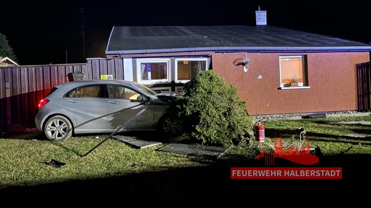 Verkehrsunfall – PKW gegen Hauswand – Huychaussee